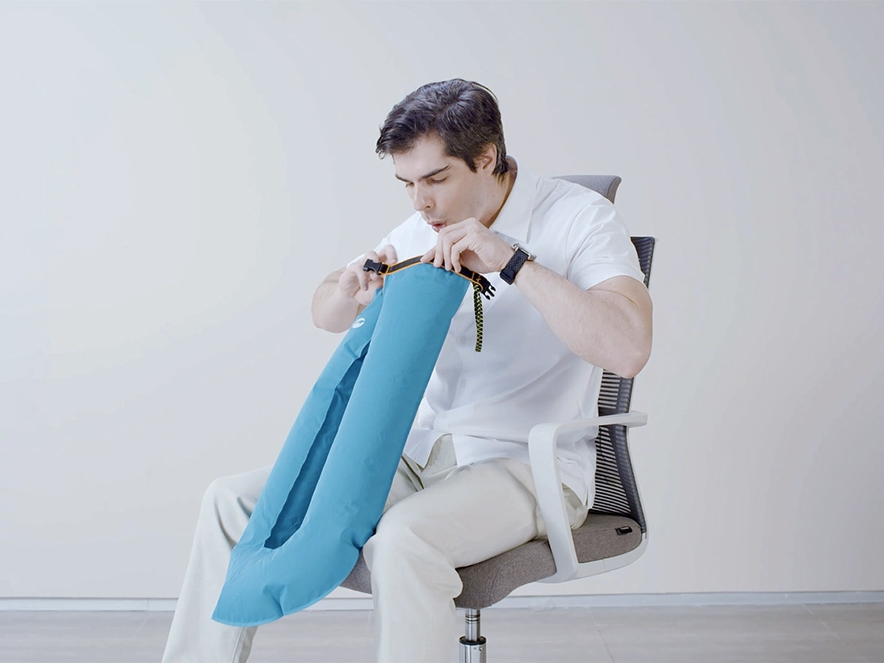 Easierhike® Alpha Pillow could get fully inflated with ONE breath. It is germ-free since your mouth does not need to contact any part of the seal.